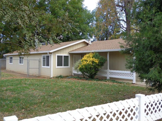 35 Rose Ln, Redding, CA 96003