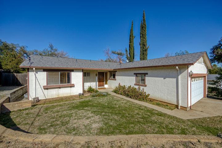 1918 Manchester Dr, Redding, CA 96002
