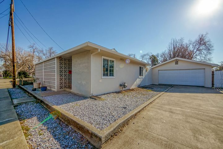 2745 Freebridge St, Redding, CA 96001