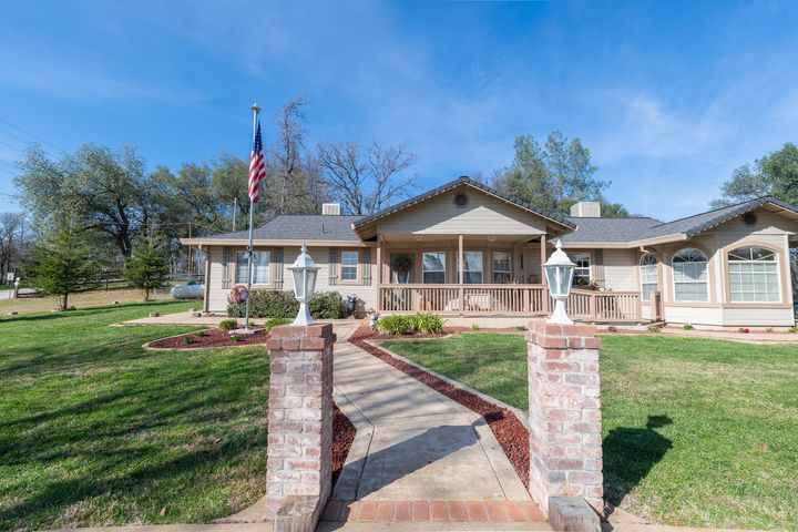 This wonderful rancher offers great curb appeal!