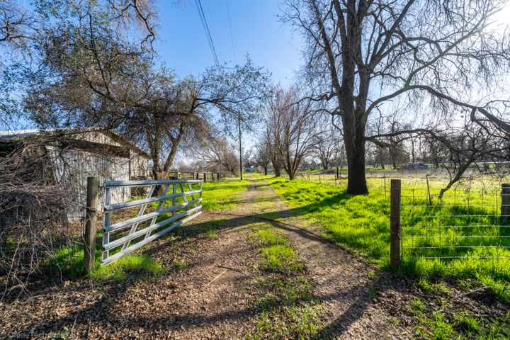 6852 Weeks Rd, Redding, CA 96002