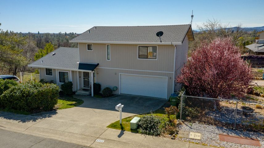 3323 Golden Heights Dr, Redding, CA 96003