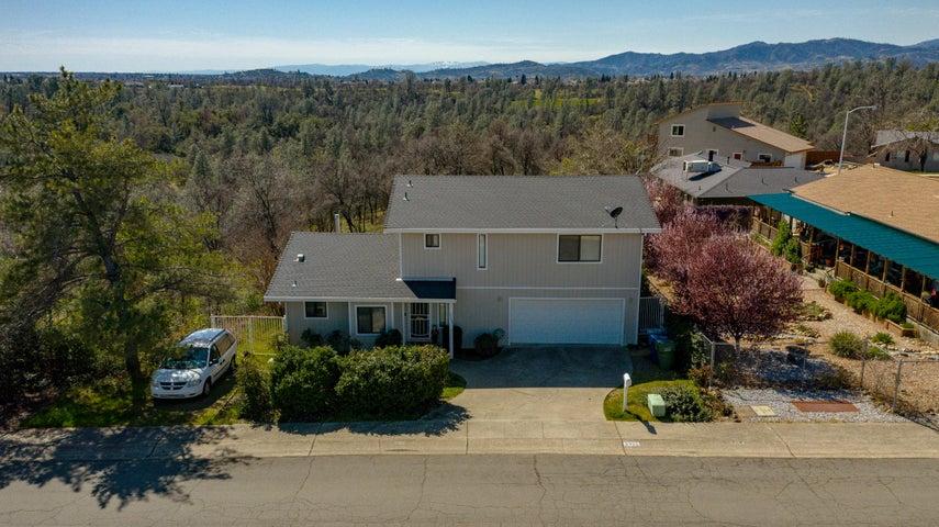 3323 Golden Heights Dr, Redding, CA 96003