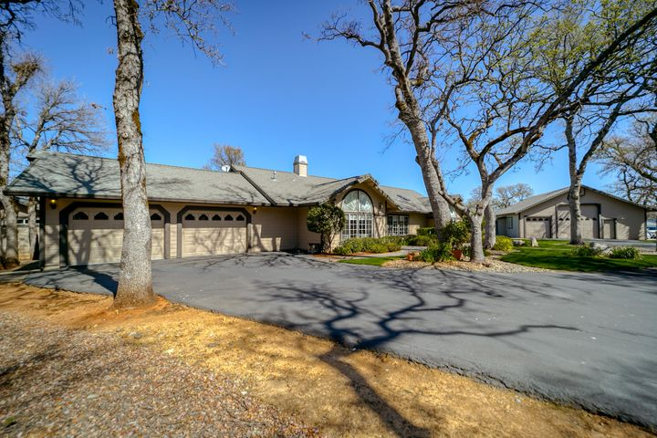 8302 Whispering Oaks Rd, Redding, CA 96002
