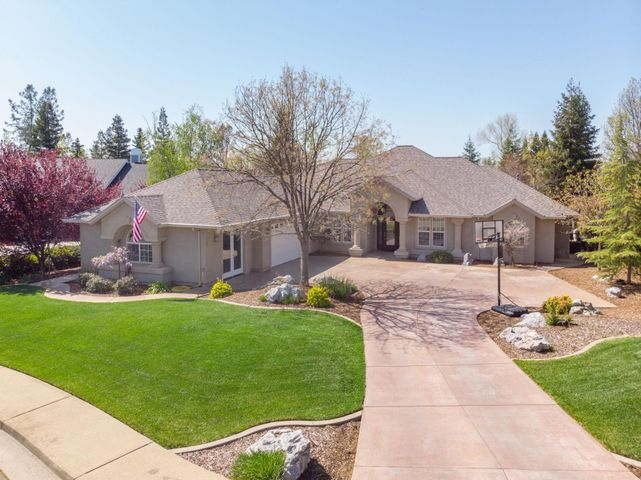 2230 Hope Ln, Redding, CA 96003