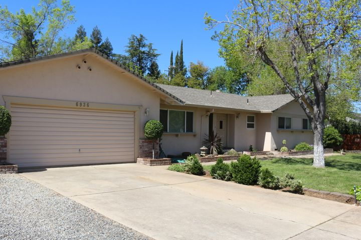 6936 Riata Dr, Redding, CA 96002