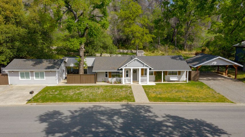 2332 Snow Ln, Redding, CA 96003