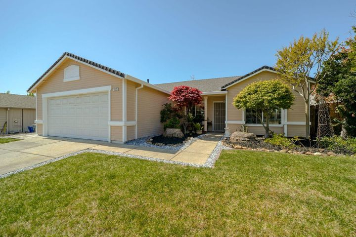 1323 Grouse Dr, Redding, CA 96003
