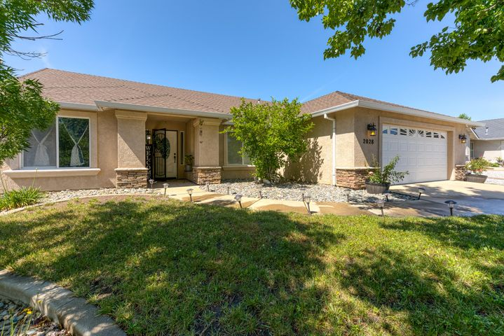 2028 Button Pl, Redding, CA 96002