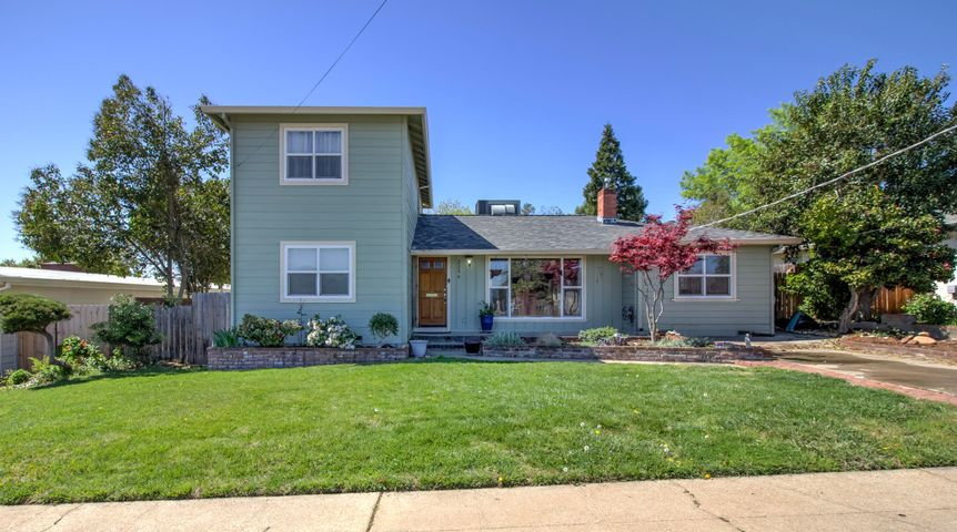2254 Crestview Ave, Redding, CA 96001