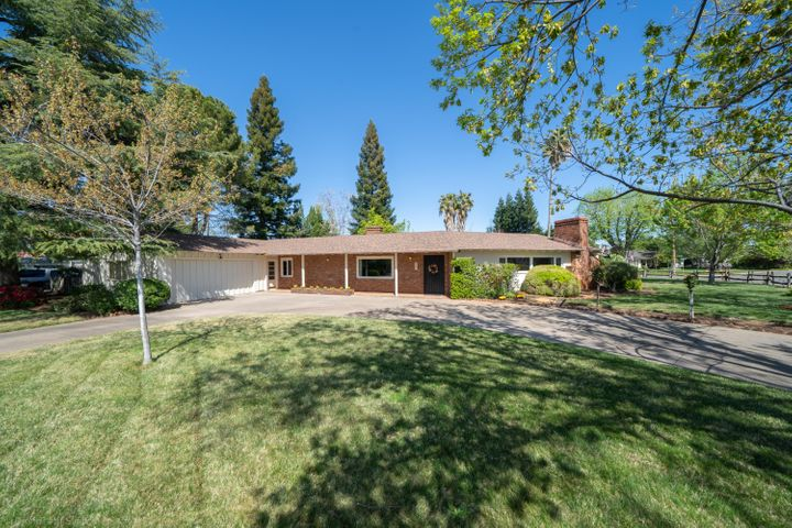 885 Sierra Vista Dr, Redding, CA 96001