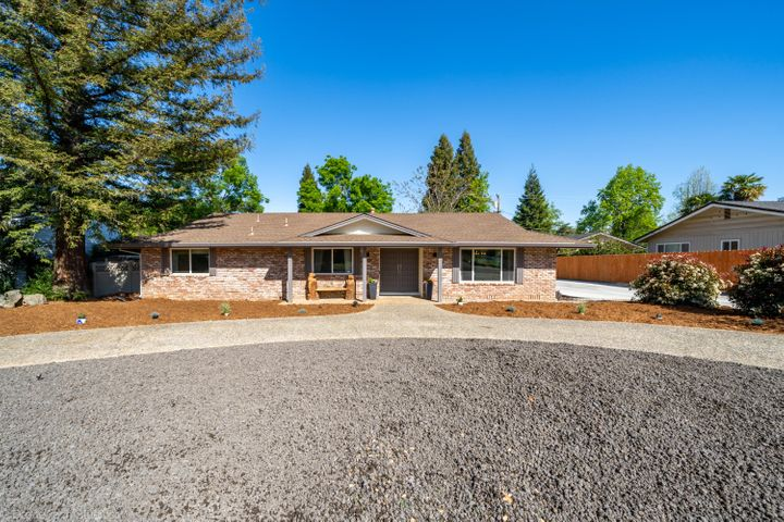 3707 Traverse St, Redding, CA 96002