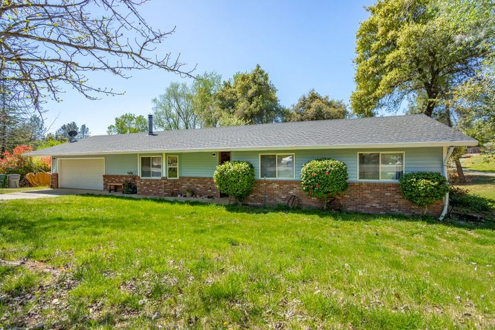 1934 Herbscenta Ln, Redding, CA 96003
