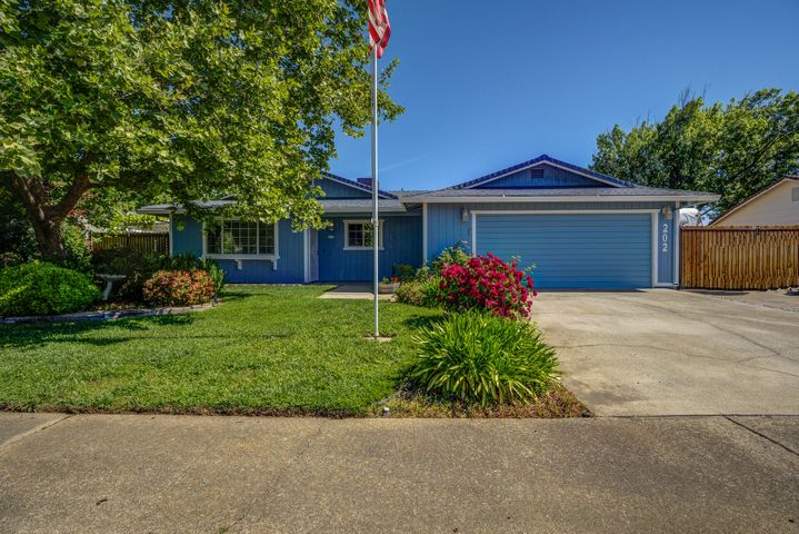 202 Woodhill Dr, Redding, CA 96003