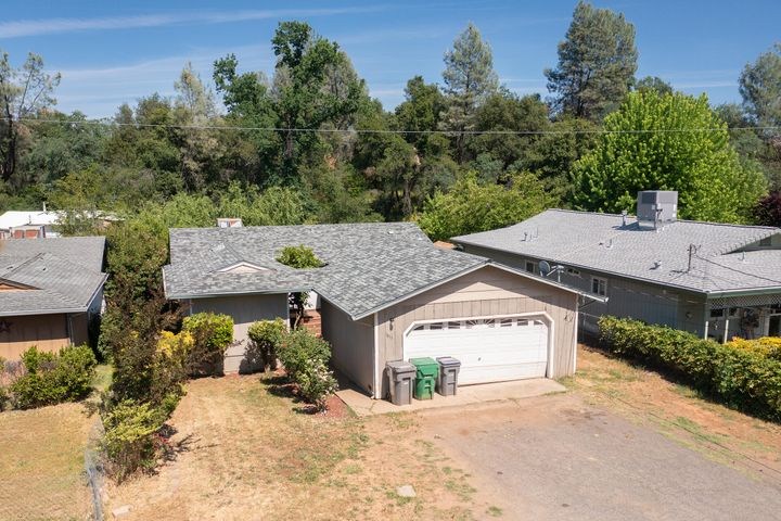 1833 Oregon St, Shasta Lake, CA 96019