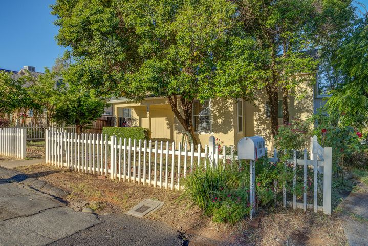 1824 Grace Ave, Redding, CA 96001