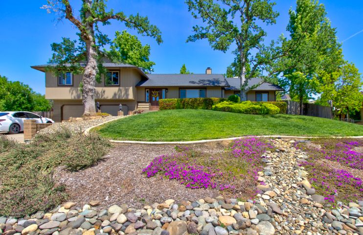 792 Country Oak Dr, Redding, CA 96003