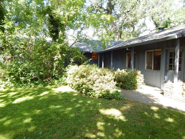 6460 Riverside Dr, Redding, CA 96001