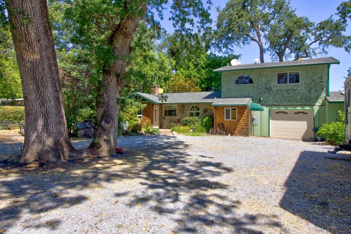 22040 Whispering Water Ln, Anderson, CA 96007