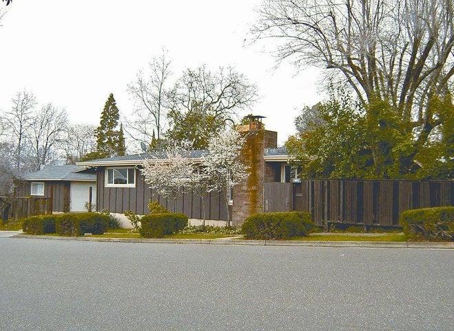 1605 Oak St, Redding, CA 96001