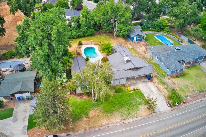 3335 Sacramento Dr, Redding, CA 96001