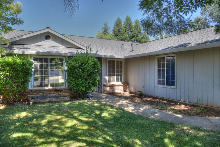 3256 Leonard St, Redding, CA 96002