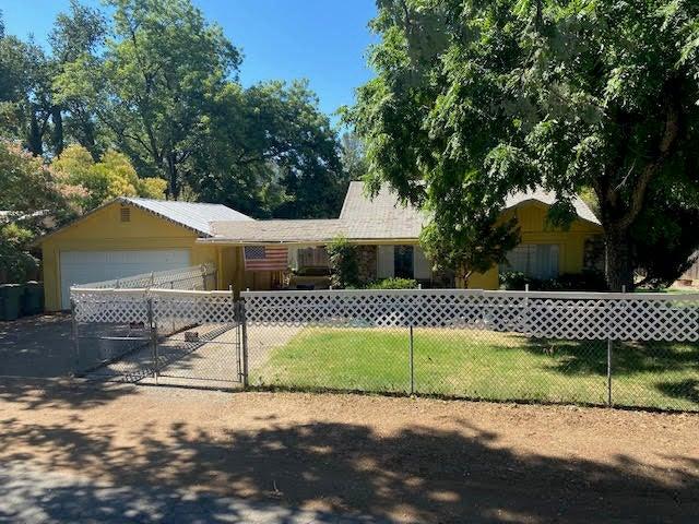 2171 Concord Ln, Redding, CA 96001