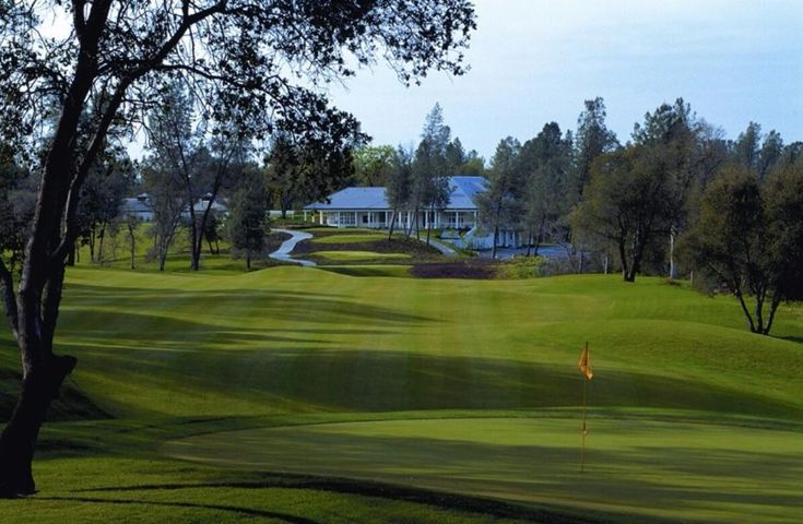 View of the #1 Green to the Clubhouse