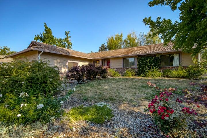 651 Country Oak Dr, Redding, CA 96003