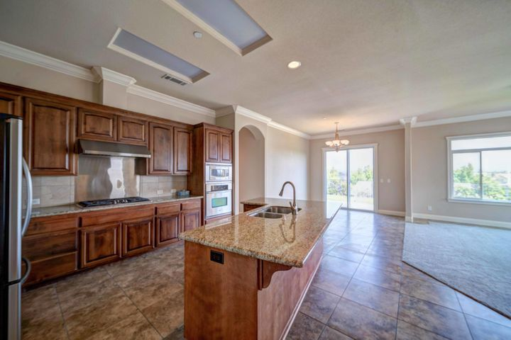 Kitchen and Great room! Lots of space for entertaining