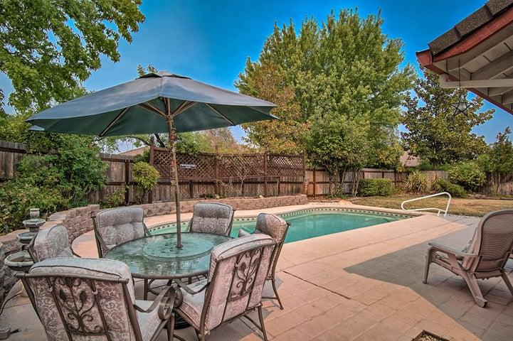 Great Backyard with swimming pool.