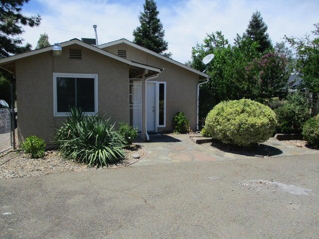 2721 Irwin Rd, Redding, CA 96002