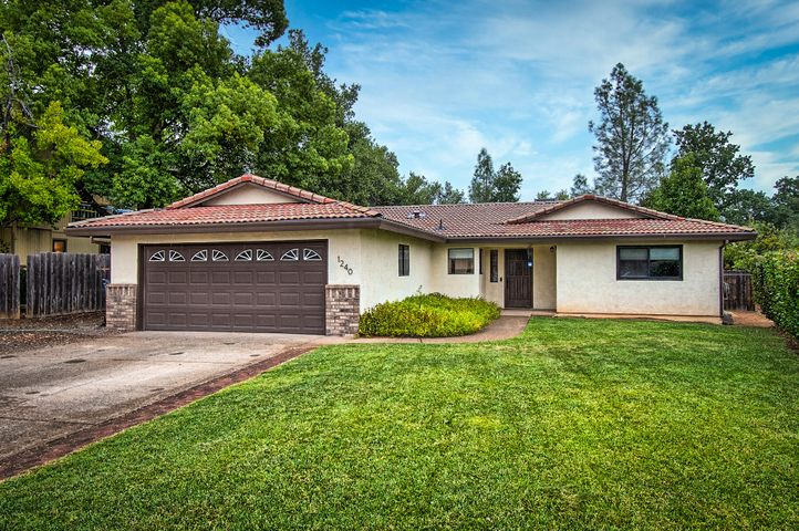 1240 Hawthorne Ave, Redding, CA 96002