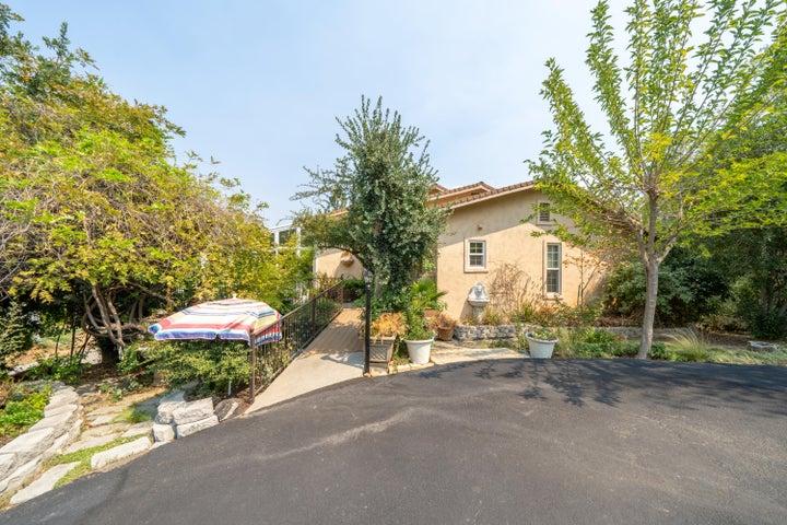 8695 Valley View Rd, Redding, CA 96001