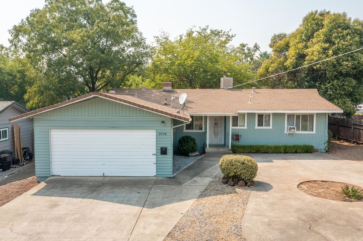 2756 Irwin Rd, Redding, CA 96002