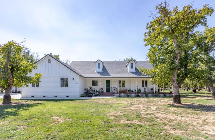 5250 Country Farms Ln, Anderson, CA 96007