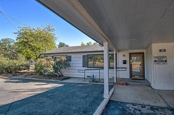 1399 E Cypress Ave, Redding, CA 96002