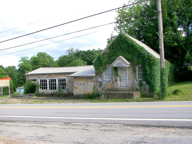 8512 West State Highway 76 Cape Fair, MO 65624