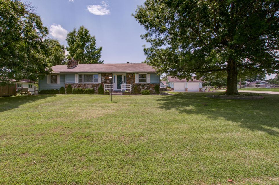 386  Casey Road Forsyth, MO 65653