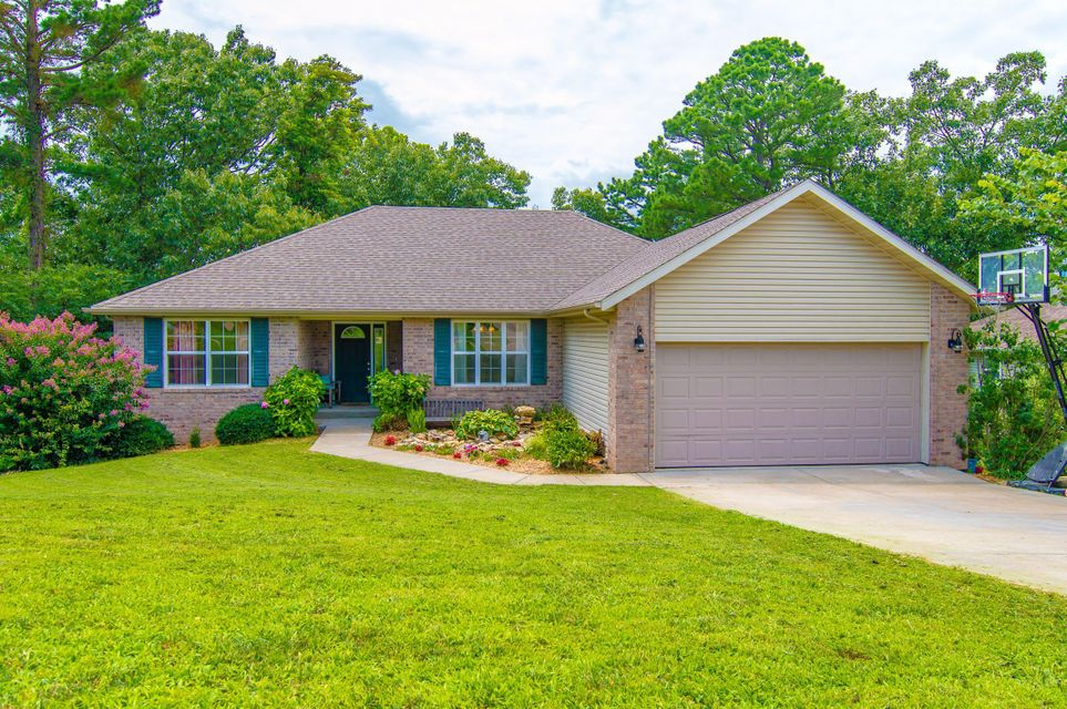 125  Lillian Lane Hollister, MO 65672