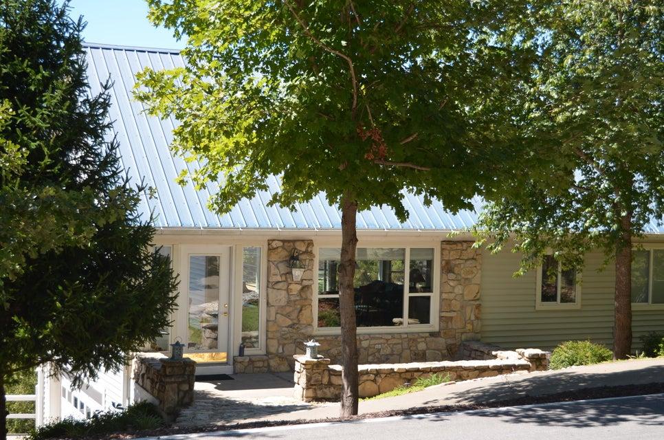 85  White Rock Bluff Reeds Spring, MO 65737