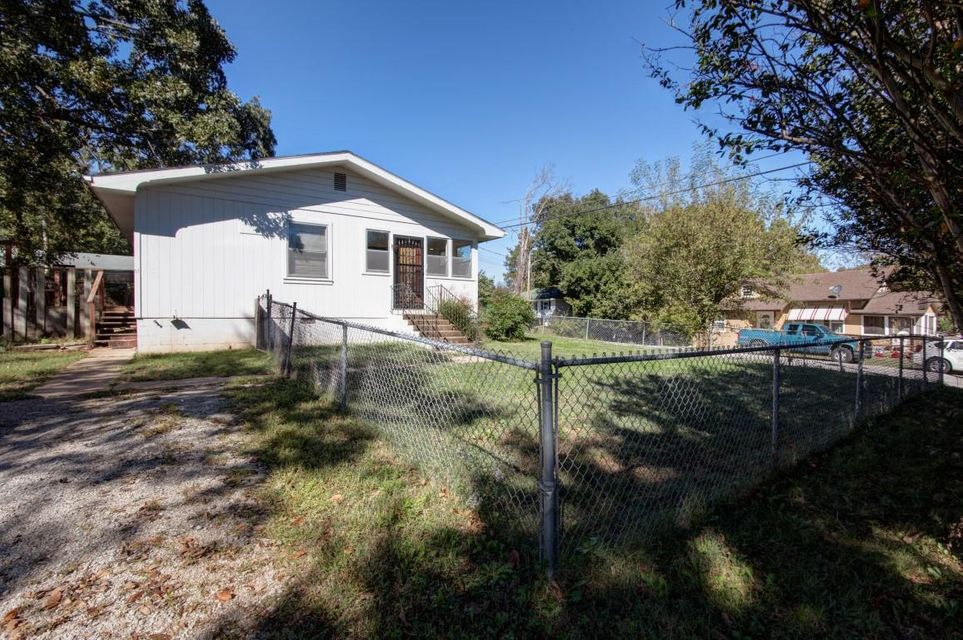 121  Page Street Forsyth, MO 65653