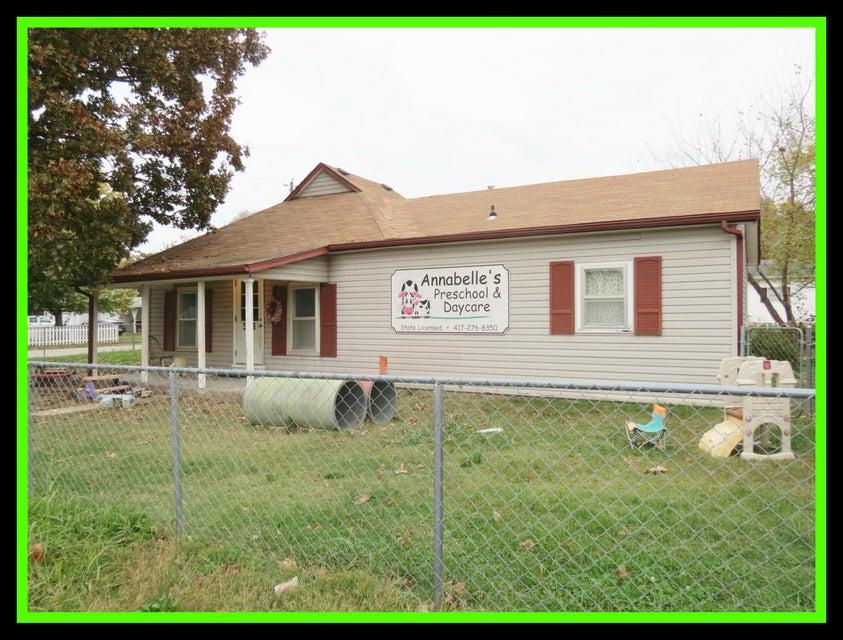 503 East Oak Street Stockton, MO 65785