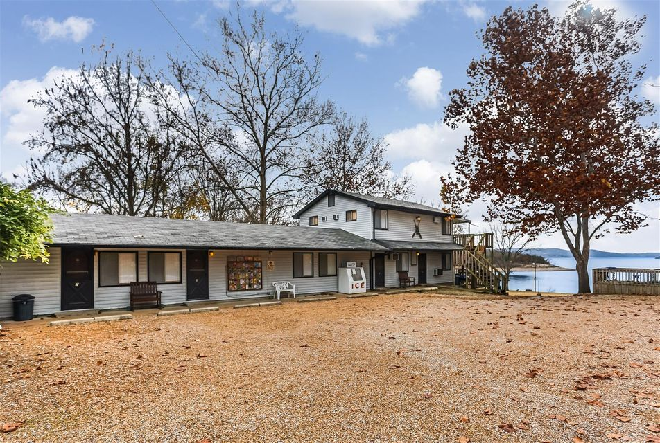 1049  Parkview Drive Hollister, MO 65672