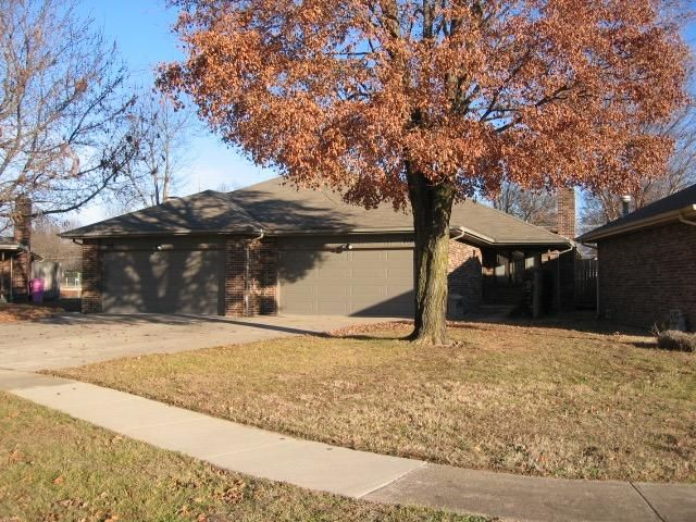 614 East Redwood Street Springfield, MO 65804