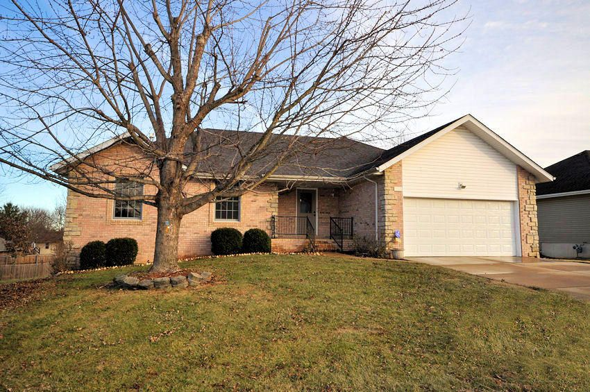 904 North 14th Avenue Ozark, MO 65721