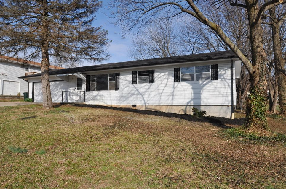3130 North Kellett Avenue Springfield, MO 65803