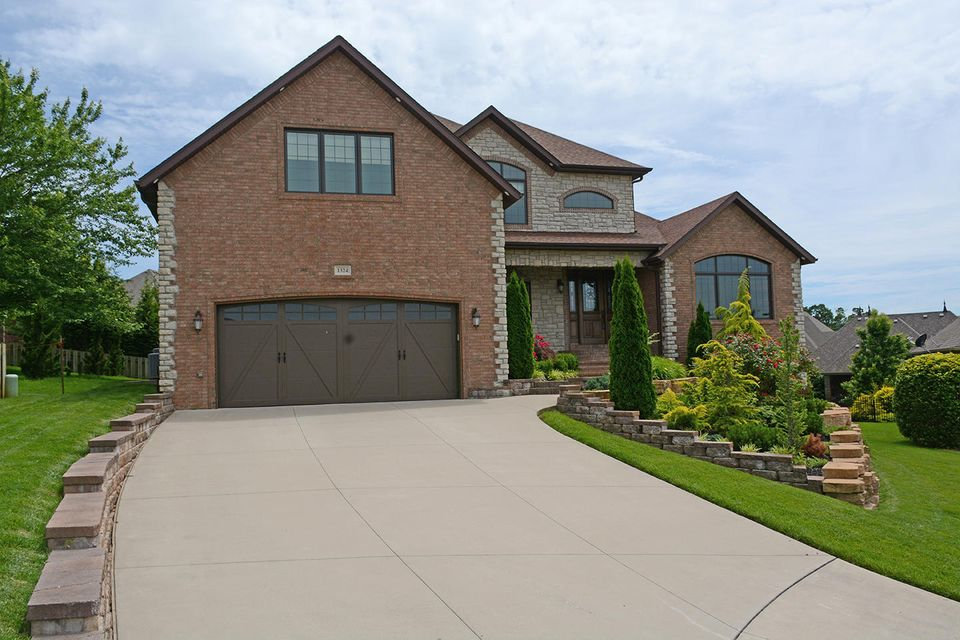 1324 East Lakepoint Court Springfield, MO 65804