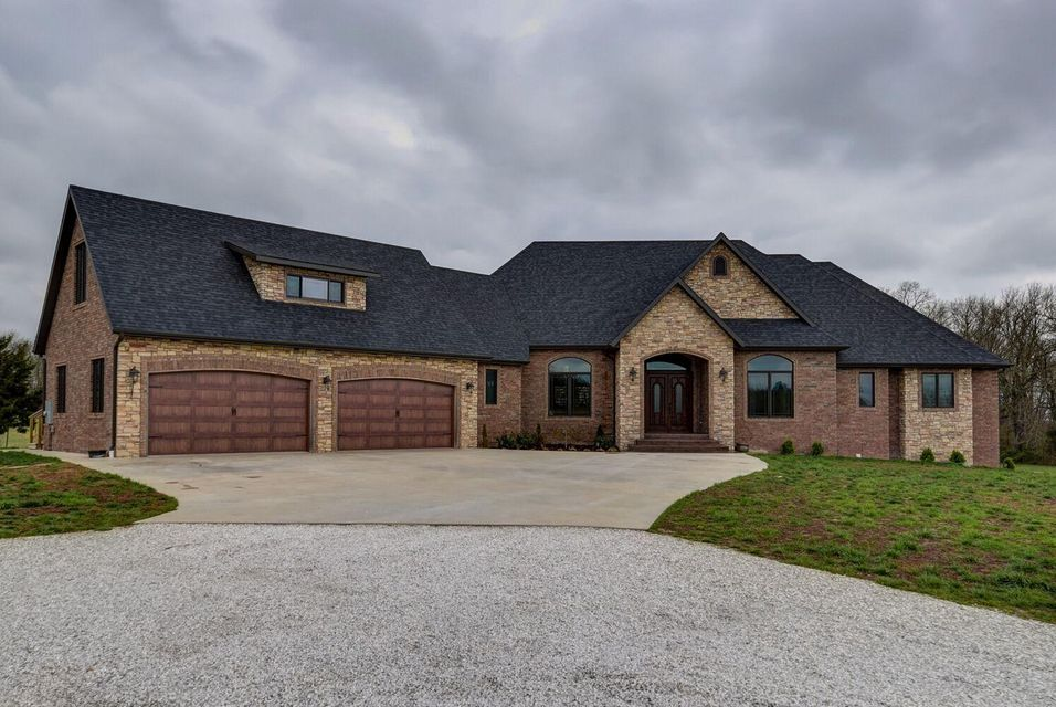 2600 East Southerview Road Ozark, MO 65721