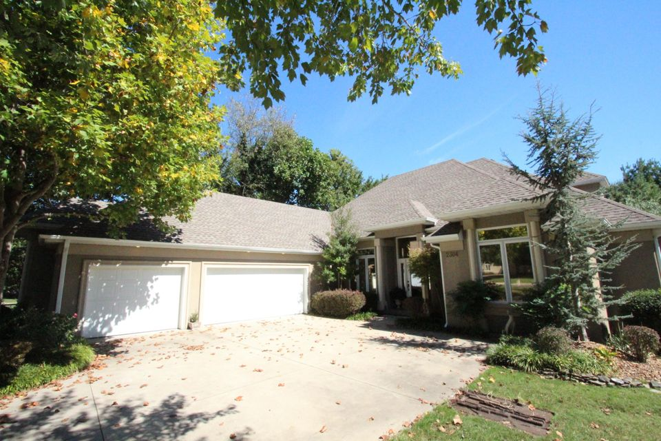 2304 South Windrose Place Springfield, MO 65809